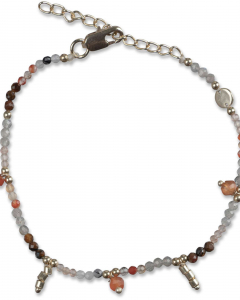 Bracelet with beads and charms gold